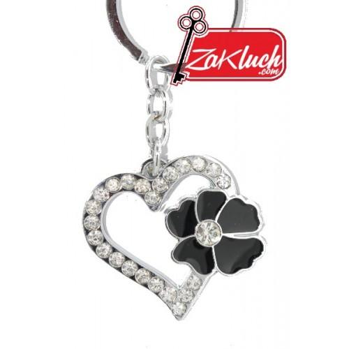 Нежен ключодържател - сърце с черно цвете