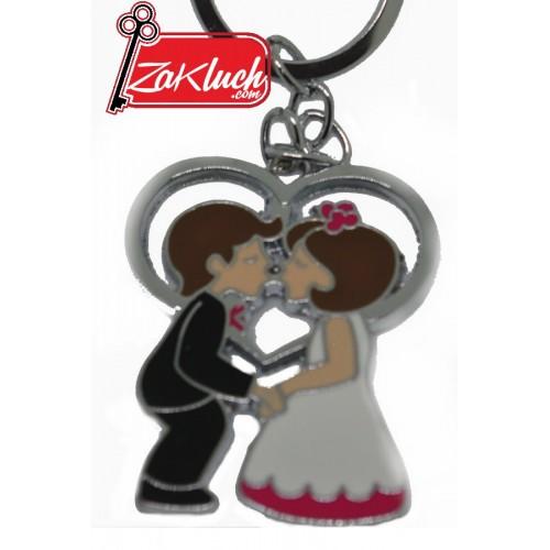 Младоженци, които се целуват - метален сувенир